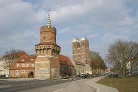 Der Mitteltorturm und die Marienkirche
